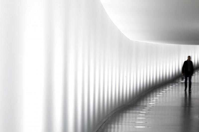 Abgeordneter im Tunnel