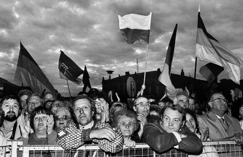 Warten auf Helmut Kohl, Dresden, 1990